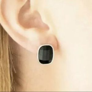 Paparazzi Incredibly Iconic - Black Earrings - NWT